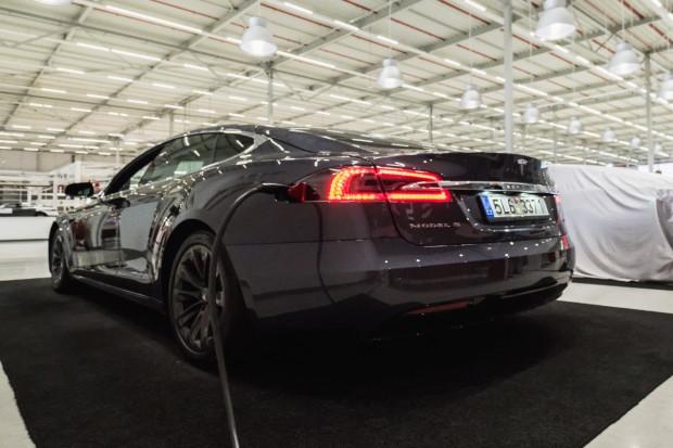 Tesla będzie budować swoją fabrykę w Szanghaju