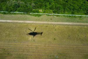 Helikopter z 7 osobami na pokładzie rozbił się w górach