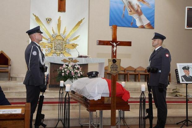 Mariusz Błaszczak odznaczył i awansował pośmiertnie pilota MiG-29
