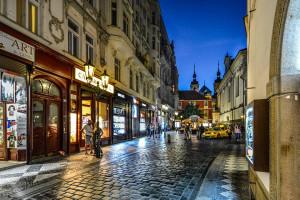 OECD prognozuje wolniejszy wzrost gospodarczy Czech