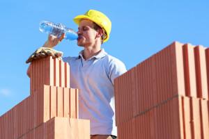 Więcej skarg na pracodawców nie pomagających studzić upały
