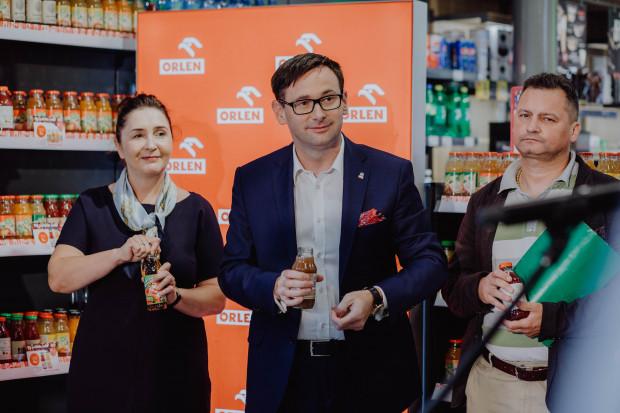 Orlen wspiera sadowników, na stacjach więcej polskich soków