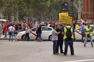 Taksówkarze wygrali z Uberem i Cabify. Rząd zapowiada zmiany w prawie