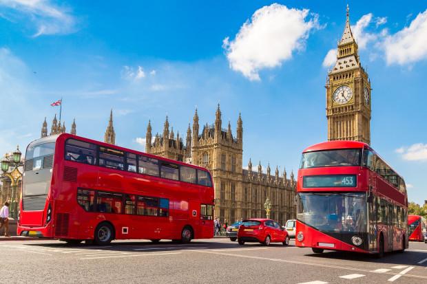 Gwałtowny spadek liczby podróżujacych do Wielkiej Brytanii