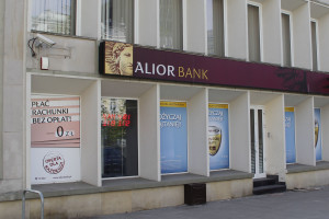 Alior Bank leci w dół po wyroku w sprawie kredytów