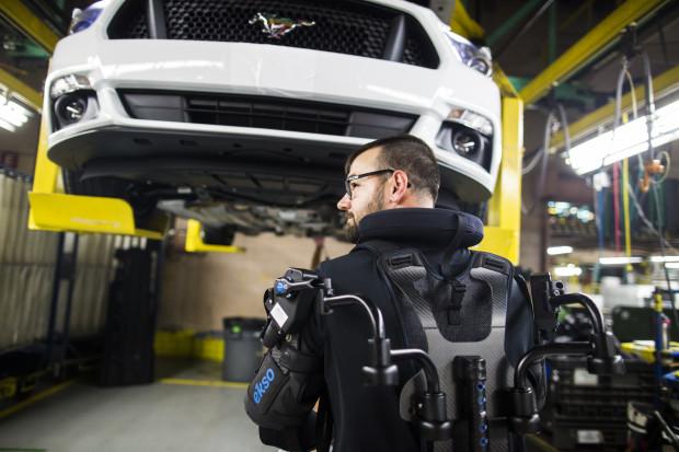 Ford wyposaży pracowników w egzoszkielety EksoVest