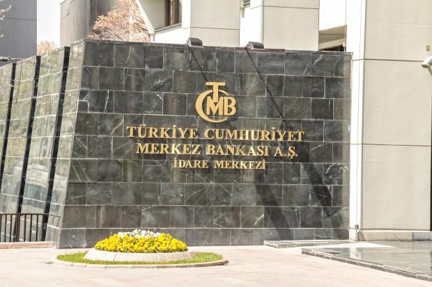 Bank Centralny Turcji wyasygnuje miliardy, by ratować lirę