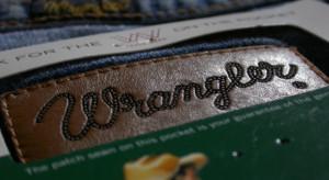 Dżinsy są passe? Legendarne marki mają problem