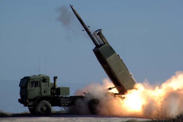 Polska zamawia pierwsze wyrzutnie rakiet M142 HIMARS z USA
