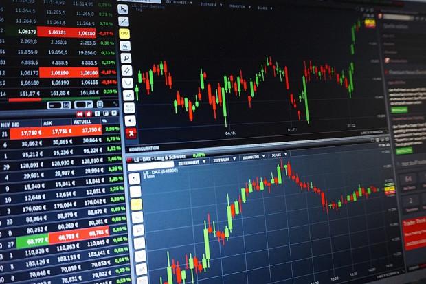 Wall Street na małych plusach