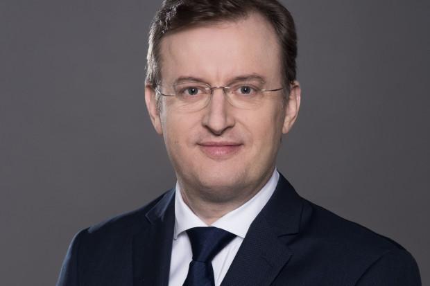 Jest największym importerem paliw w Polsce, postanowił wziąć sprawy w swoje ręce. Adam Sikorski wchodzi do gry