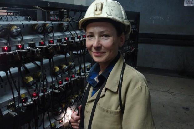 Kobieta w kopalni i to pod ziemią. Co najbardziej daje się jej we znaki?