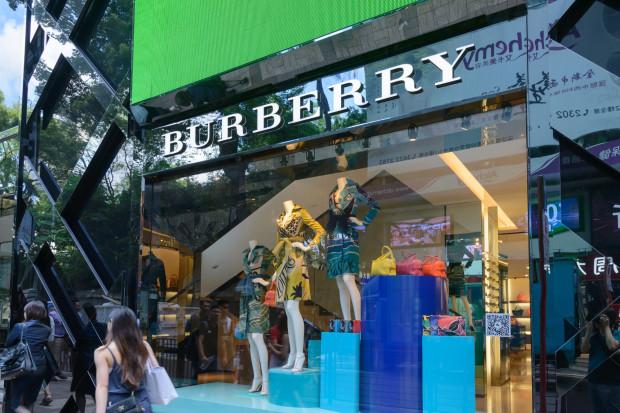 Burberry kończy z niszczeniem niesprzedanych produktów