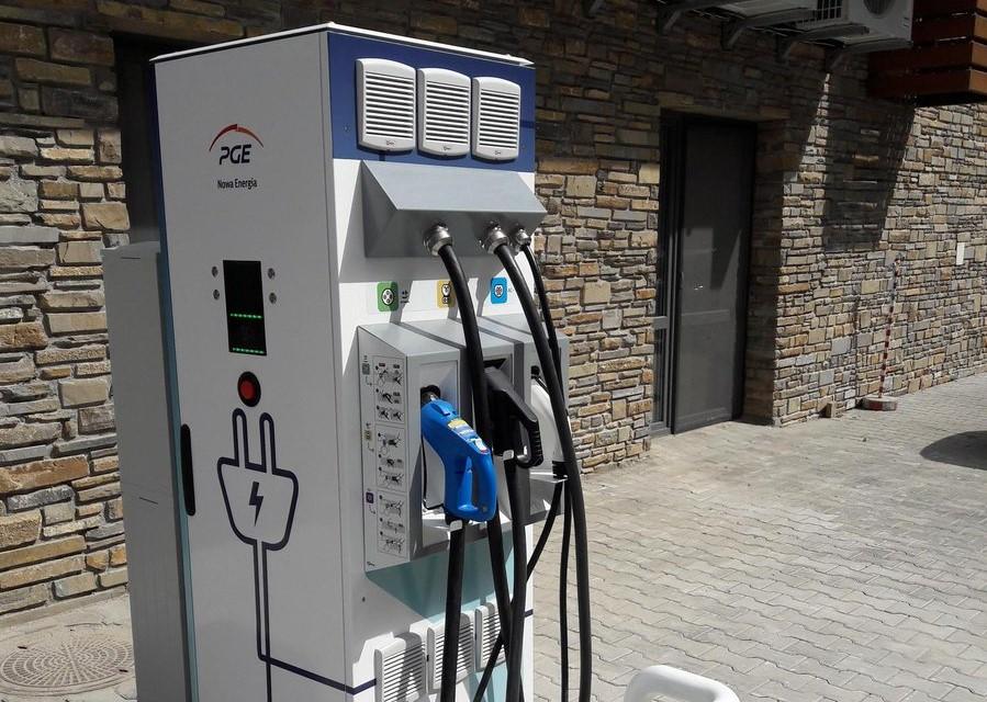 PGE Nowa Energia będzie instalować kolejne stacje ładowania elektryków (fot. mat. pras.)