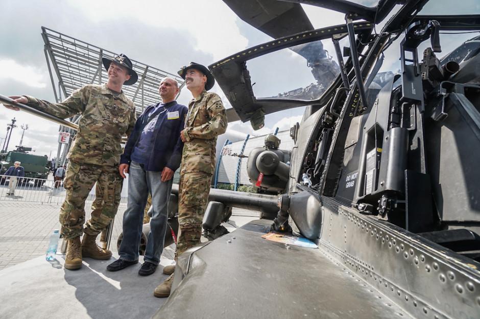 AH-64 Apache, wymieniany jako jeden z potencjalnych następców maszyn Mi-24 w Wojsku Polskim, obecnie znajduje się na wyposażeniu Armii Amerykańskiej.