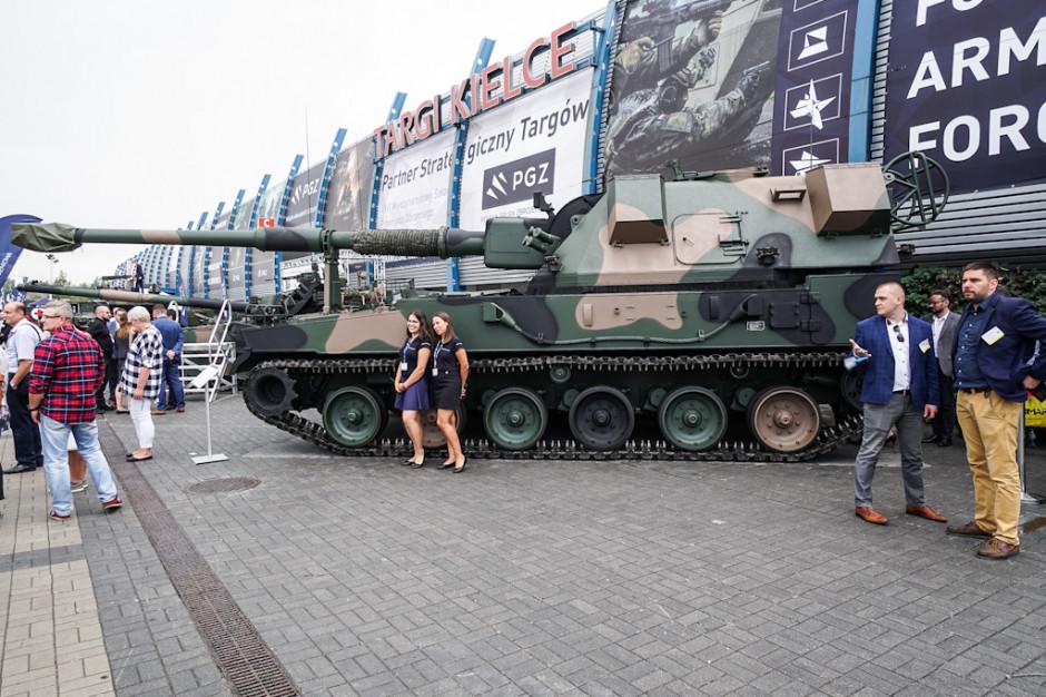 Huta Stalowa Wola pokazała na targach MSPO samobieżną haubicę Krab kaliber 155 mm. Haubice te uznawane są za najnowocześniejszy i najlepszy sprzęt artyleryjski.