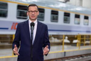 """Premier chwali program """"Czyste Powietrze"""" i obiecuje 100 mld zł na termomodernizację"""