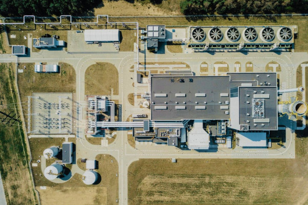 W elektrociepłowni Orlenu - prawdopodobnie - urwała się łopata turbiny. Naprawa będzie droga