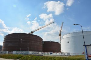 Zbiorniki w bazie PERN powstaną przed terminem?
