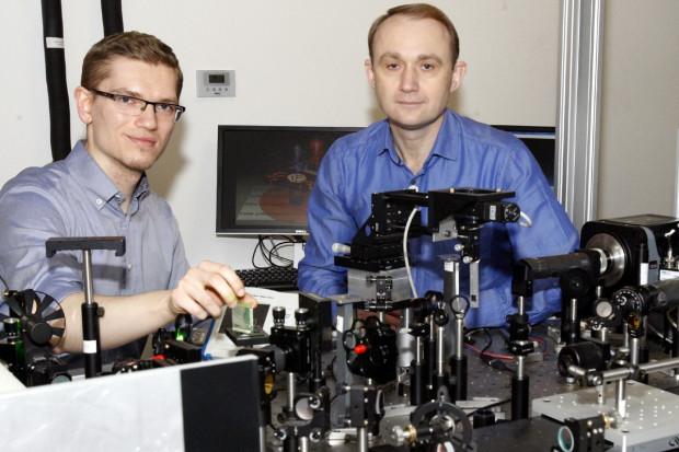 Wynalazek fizyków z Białegostoku może zrewolucjonizować systemy komputerowe