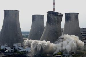 W Elektrowni Łagisza wyleciała w powietrze wielka chłodnia. Zobacz wideo