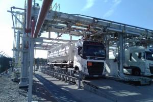 W polskim gazoporcie zamiast cysterny napełnili gazem kontener