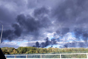 Czarny dym nad rafinerią Orlenu