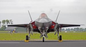Najnowocześniejszy myśliwiec świata jest coraz tańszy