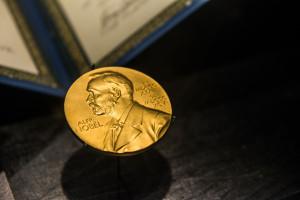 96-latek dostał Nagrodę Nobla w dziedzinie fizyki