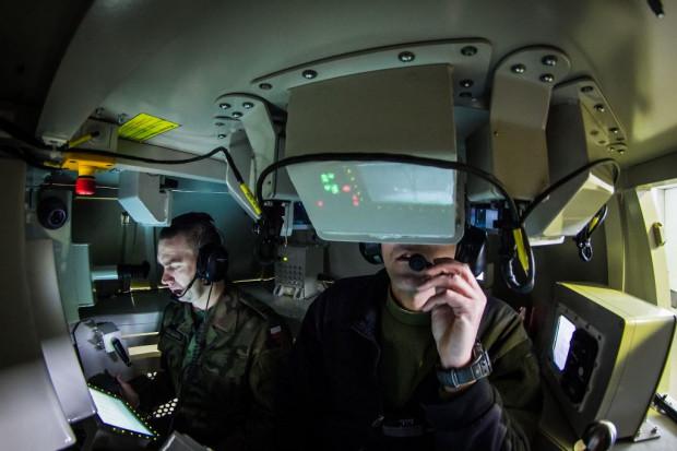 """Ile """"żyć"""" ma żołnierz? Symulatory, wirtualne poligony i strzelnice w wojsku"""