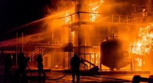 Potężny pożar w zakładach chemicznych. Miasto spowił czarny dym