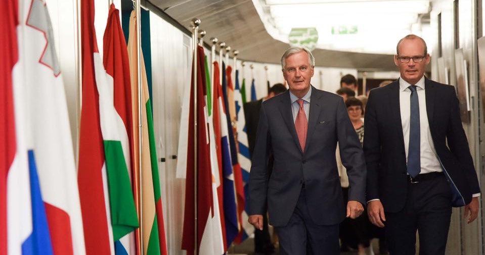 Michel Barnier, negocjator ds. brexitu UE (z lewej) wydaje się być gotowy do kompromisu. (fot. twitter.com/MichelBarnier)