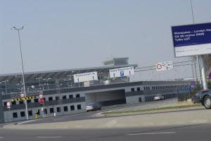 Awaryjne lądowanie samolotu włoskiej linii na lotnisku Chopina