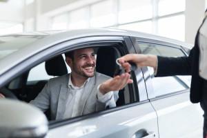 Jak wypożyczyć samochód i nie dać się naciągnąć wypożyczalni?