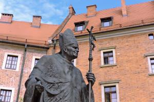 40-lecie inauguracji pontyfikatu Jana Pawła II. Ile zarabia się na papieżu?
