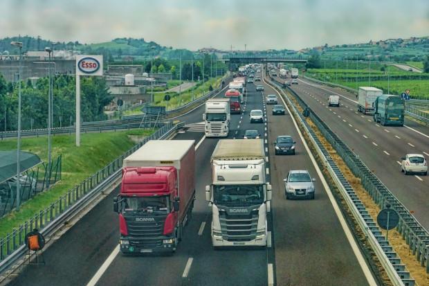 Państwa UE zgadzają się na limity CO2 dla ciężarówek