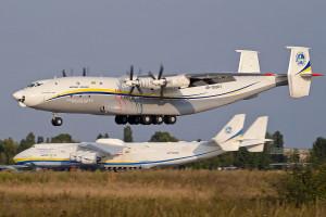Największy samolot śmigłowy na świecie ponownie lata