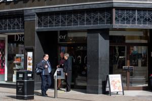 Znana brytyjska sieć domów handlowych zamknie nawet 50 sklepów