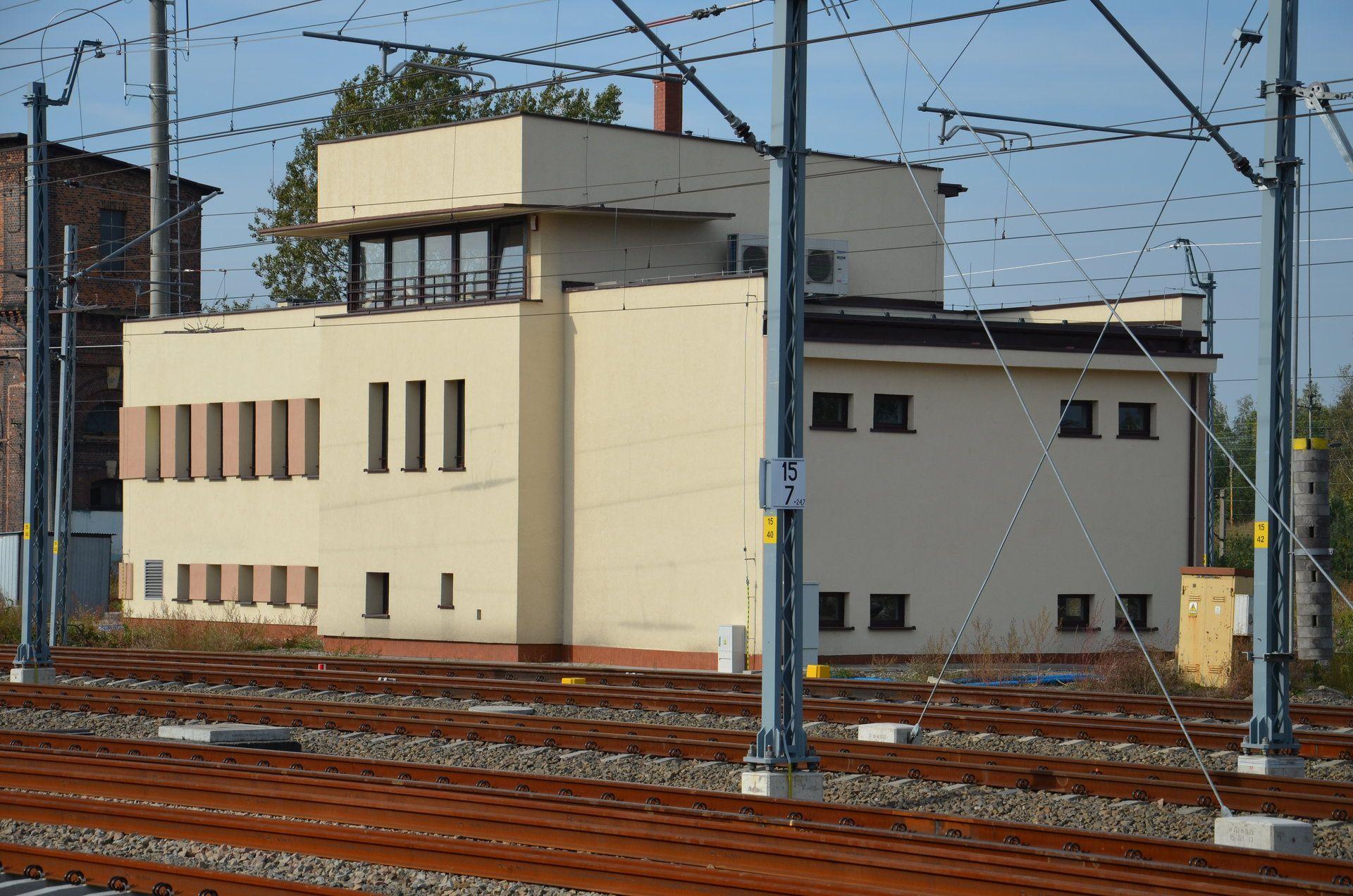 Budynek nastawni na stacji Jaworzno Szczakowa (fot. PKP PLK)