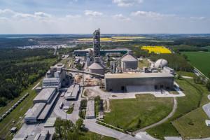 """W polskiej cementowni """"zatrudniono"""" robota - pierwszego takiego w branży"""