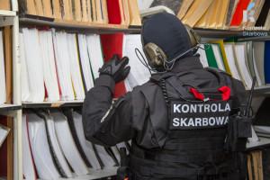 Prowadzący działalność gospodarczą siedzą na odbezpieczonym granacie