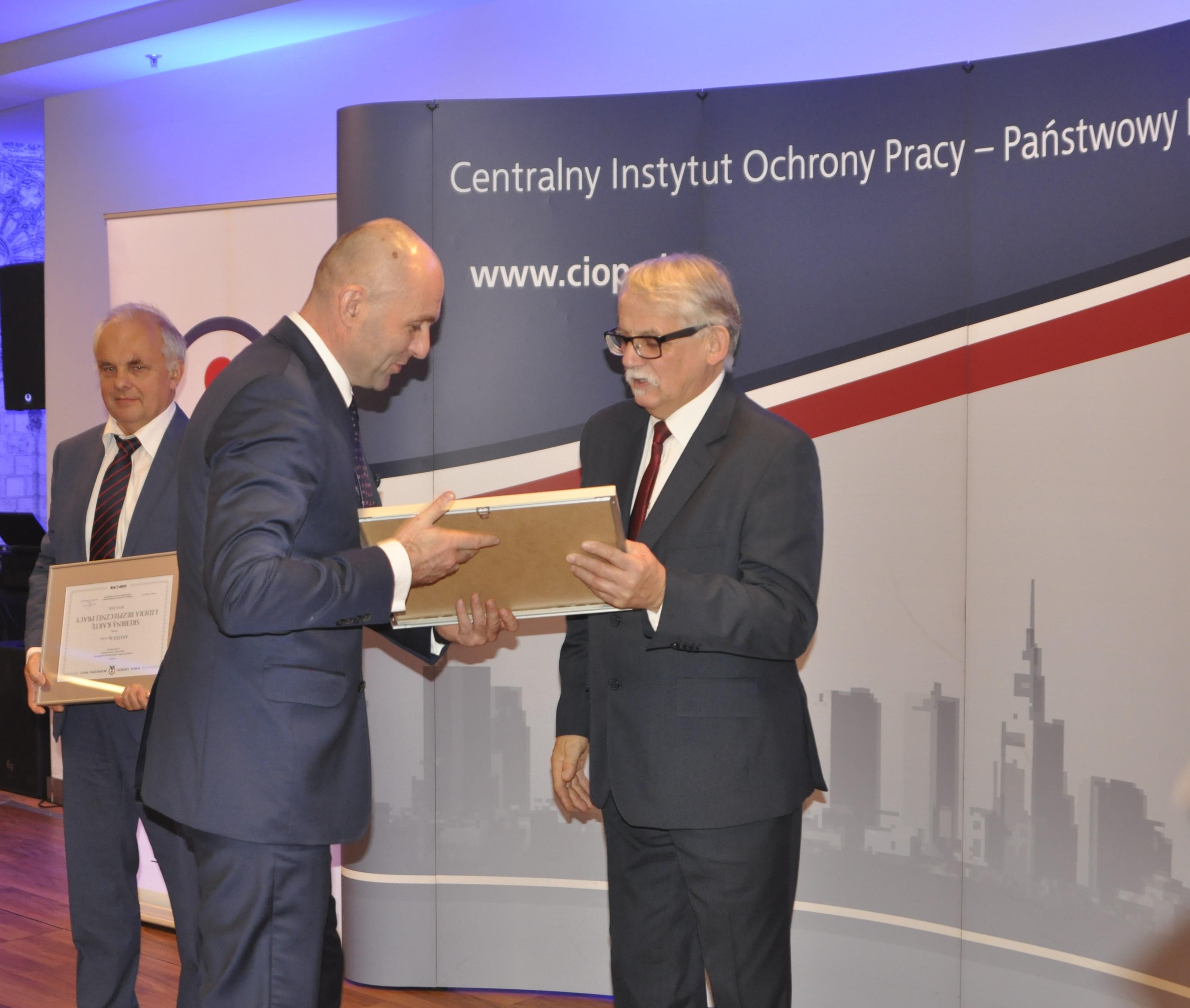 Wyróżnienie odebrał Paweł Mońka, dyrektor Pionu BHP i PPOŻ Gaz-System. Fot. mat. pras.