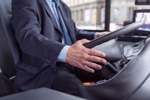 Kierowcy mogą przebierać w ofertach pracy. Przewoźnicy mają jednak problem