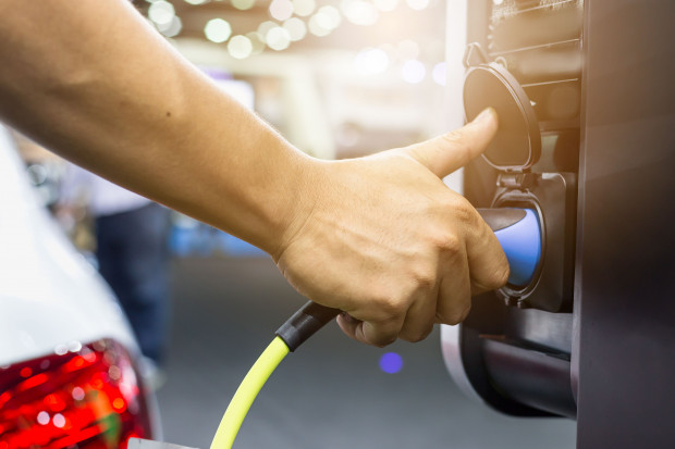 PKP SA uruchomiły pierwsze ładowarki samochodów elektrycznych