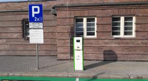 """Trzy miesiące darmowego ładowania """"elektryków"""" na śląskich dworcach"""