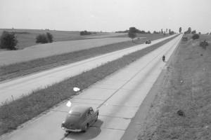Od zaścianka po największy plac budowy w Europie. Trudne dzieje budowy dróg w Polsce