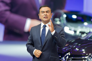 Kolejne zarzuty spadają na szefa Nissana