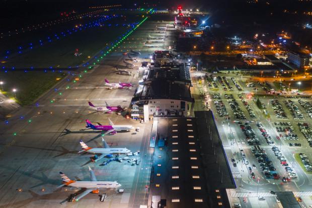 Spadek regularnych połączeń na katowickim lotnisku; rośnie liczba czarterów