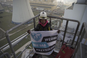 Aktywiści Greenpeace wspięli się na 180 metrów w elektrowni Bełchatów