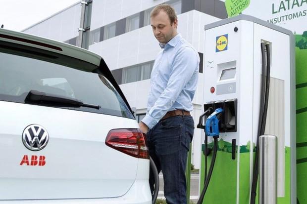 ABB dostarczyło stacje ładowania dla Lidla w Finlandii